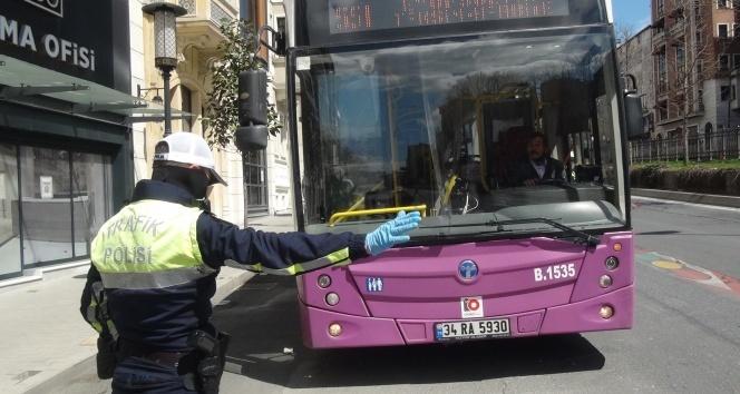 Polisten Tarlabaşı Bulvarı'nda korona virüs denetimi