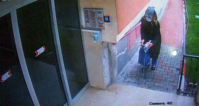 Elindeki sıvıyı asansör ve kapılara süren kadın aranıyor