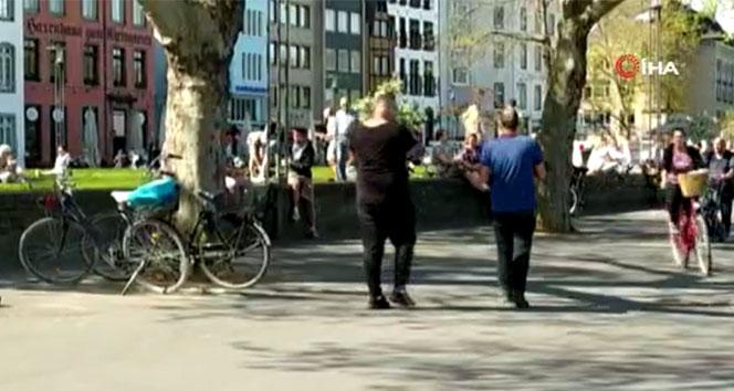 Güneşi gören Almanlar koronaya rağmen parklara akın etti