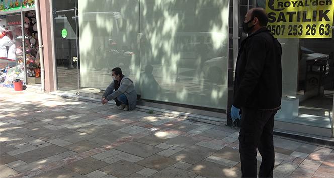 2 gündür kaçan korona virüs şüphelisi genci polis sokakta yakaladı