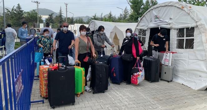 Isparta'da karantinadaki 147 Türk vatandaşı 'evde izolasyon' için memleketlerine gönderildi