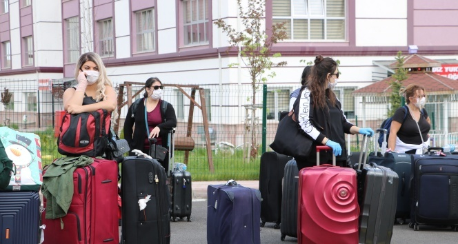 ABD'den ve Kuveyt'ten gelen 311 Türk vatandaşı evlerine uğurlandı