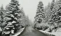 23 Mayıs'ta yağan kar şaşırttı: Her yer beyaza büründü