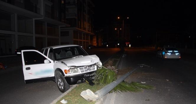 Sokağa çıkma kısıtlamasında boş yolda kaza yapan alkollü sürücü otomobilini bırakıp kaçtı