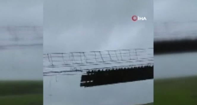 110 metrelik asma köprü uçtu