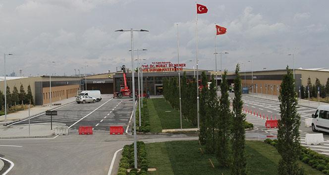 Yeşilköy'deki pandemi hastanesine tabelası asıldı