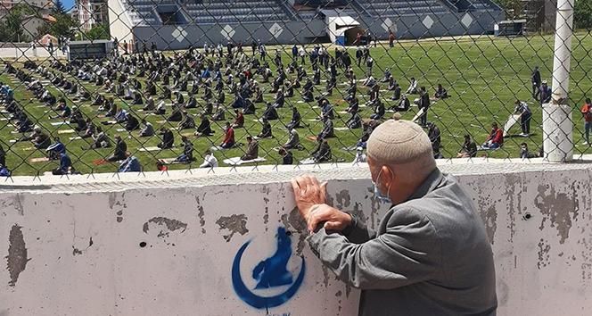 Cuma namazı için stada alınmayan 88 yaşındaki adam: 'Namazımı kıldım kimse merak etmesin, üzülmesin'