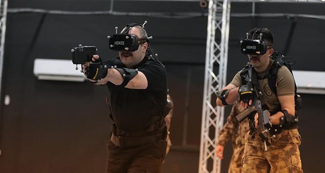 Bakan Varank, Polis Özel Harekat ile sanal operasyona katıldı