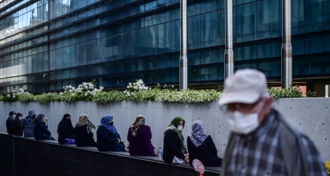 İstanbul'da 65 yaş ve üstü vatandaşlar dördüncü kez sokağa çıktı