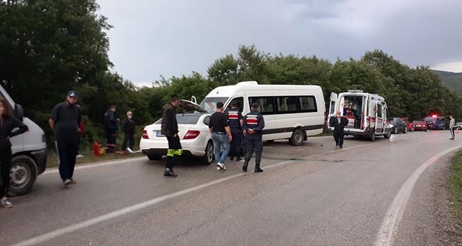 Tekirdağ'da otomobil ile minibüs kafa kafaya çarpıştı: 7 yaralı