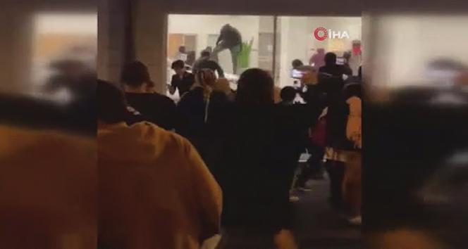 ABD'de protestocular lüks araçları kundakladı