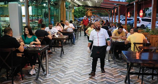 Adana'da kebapçılar doldu taştı!