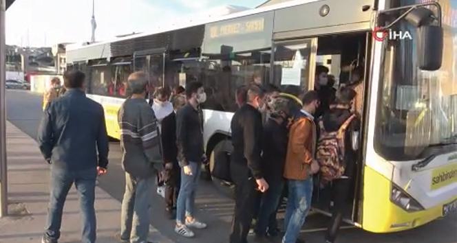 İş çıkışı saatinde otobüslerin geç gelmesine vatandaştan tepki!