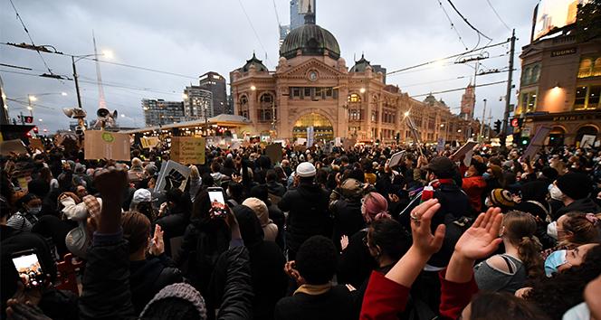 Avustralya'da ırkçılık karşıtı dev protesto