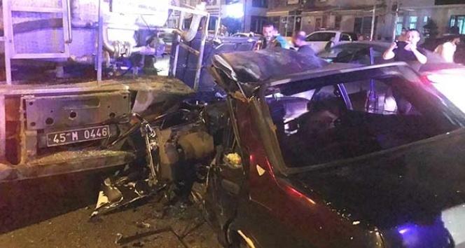 Manisa'da sulama tankerine arkadan çarpan otomobilin sürücüsü ağır yaralandı