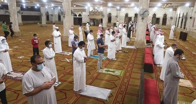 Suudi Arabistan'da sokağa çıkma yasağı sona erdi, Mekke'de 3 ay sonra ilk namaz kılındı