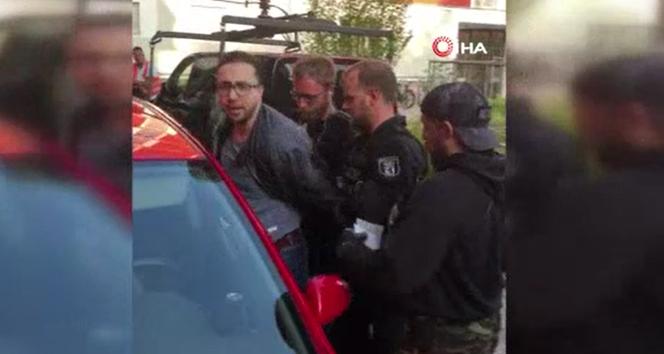 Berlin'de Türk avukata ters kelepçe