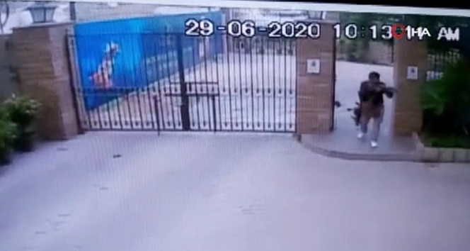 Pakistan'da borsa binasına yönelik saldırı anının görüntüleri ortaya çıktı