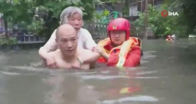 Çin'de onlarca kişi selde mahsur kaldı