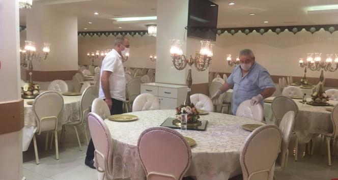 1 Temmuz öncesi internet kafe ve düğün salonlarında son hazırlıklar