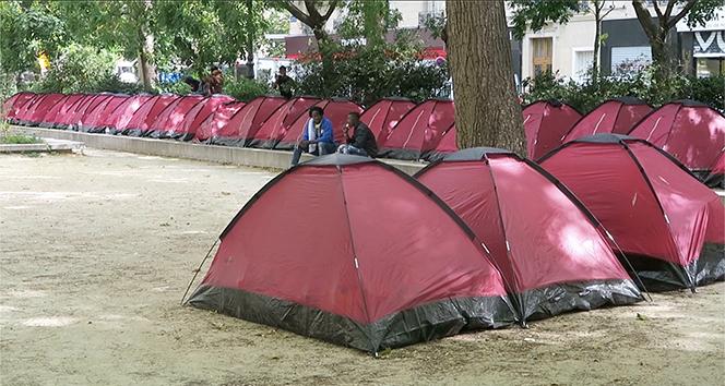 Paris'te göçmen çocuklar için 100 çadırlık kamp kuruldu