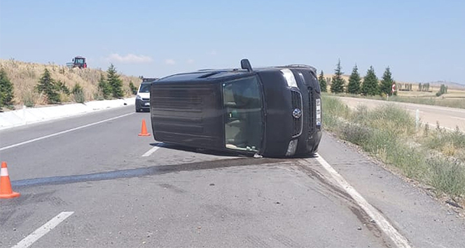 Kırıkkale'de minibüs takla attı: 4 yaralı