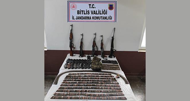 Bitlis'te çok sayıda silah ve mühimmat ele geçirildi