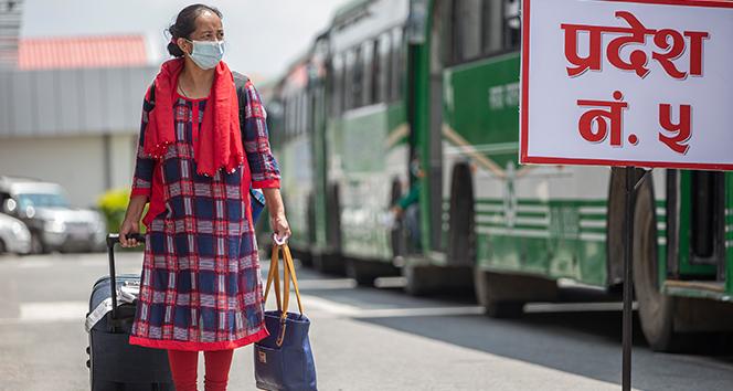 Nepal'de halka açık yerlerde maske takma zorunluluğu getirildi
