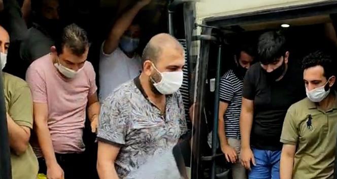 Esenyurt'ta 14 kişilik bir minibüsten 42 kişi çıktı