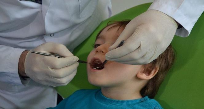 Bebeklerin dişleri bile çürük için temizlenmeli!