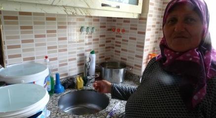 Şilede suları akmayan vatandaş: Torunlarım su olmadığı için yıkanmaya denize gidiyorlar