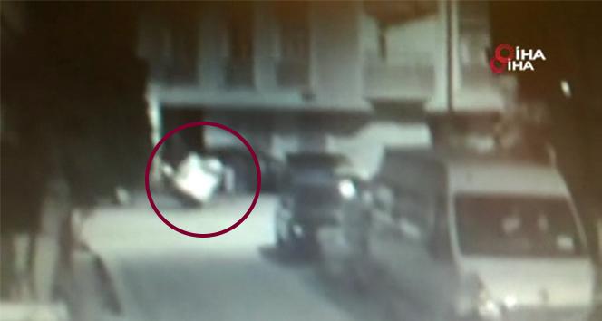 Vicdansız hırsızlar engelli gencin arabasını parçalara ayırıp çaldılar