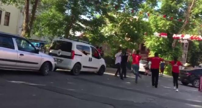 Şile'de pes dedirten görüntü: Sosyal mesafeyi hiçe sayarak omuz omuza halay çektiler