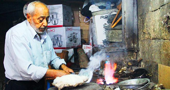 Şanlıurfa'nın son kalay ustası 70 yıldır bakırı sevgiyle parlatıyor
