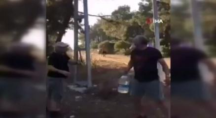 Heybeliadadaki orman yangınına vatandaşlar pet şişelerle su taşıdı