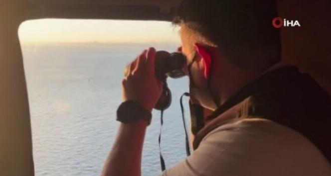 Bakan Pakdemirli, Heybeliada'daki yangın söndürme çalışmalarını havadan izledi