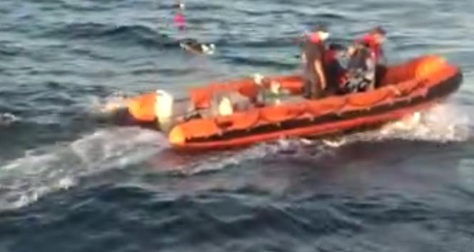 Denizin ortasında yaşlı çifti kurtarma operasyonu