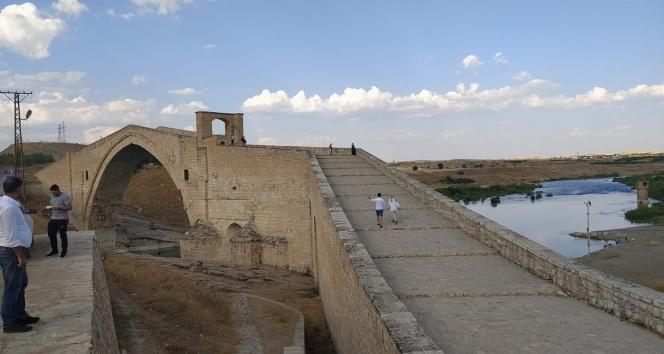 Yıllara meydan okuyan köprü: Malabadi