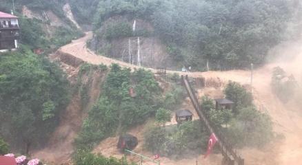 Ağaran Şelalesi yolu trafiği kapattı