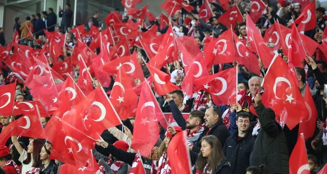 Sporseverlere göre maçlar seyircili olmalı