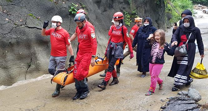 Rize'deki selde mahsur kalan 100 kişi tahliye edildi
