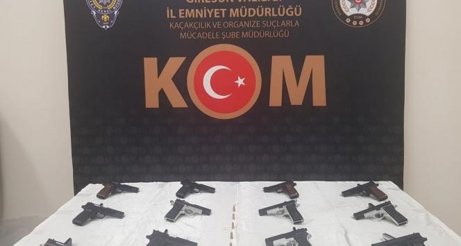 Giresun'da 12 adet el yapımı tabanca ele geçirildi