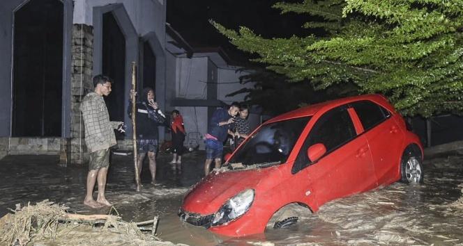 Endonezya'da sel faciası: 15 ölü, 46 kayıp