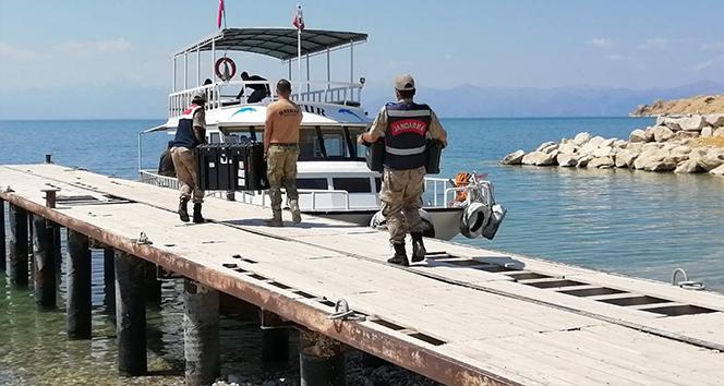 Van Gölü'nde batan teknede çalışmalar yeniden başlatıldı