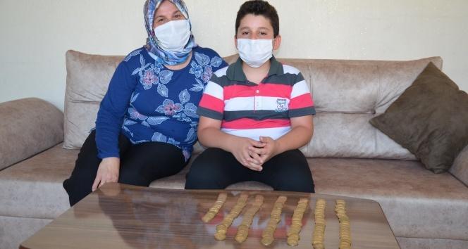 10 yaşındaki çocuk, tablet almak için biriktirdiği parayı Mehmetçik Vakfı'na bağışladı
