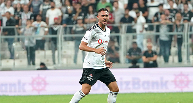 Beşiktaş'ta alacakları ödenmeyen Victor Ruiz, sözleşmesini tek taraflı feshetti