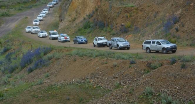 Sarıkamış'ta yüzlerce araç, 15 Temmuz konvoyu düzenledi