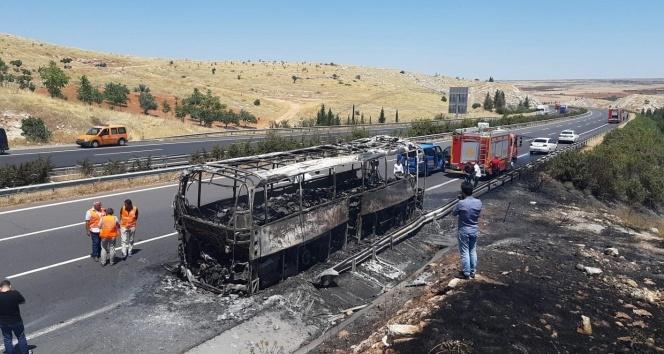 Şanlıurfa'da yolcu otobüsü yanarak kül oldu