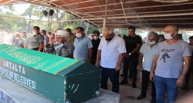 Yediği balon balığından ölen aşçının cenazesi toprağa verildi