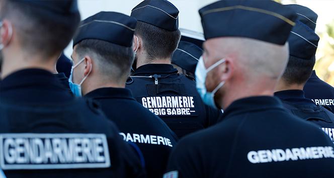 Fransa'da Covid-19 vakaları arttı, bazı şehirlerde maske zorunluluğu getirildi